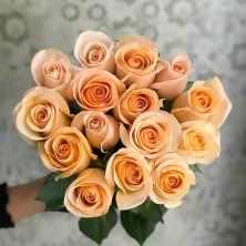 15 роз Tiffany